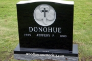 Sculpted shamrock headstone design